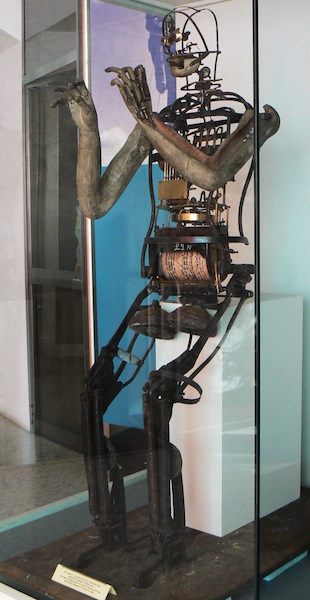new photo of Manzetti's flute automaton